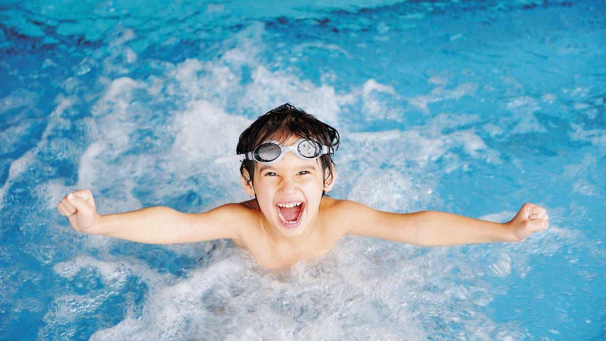 تأثیر شنا و آب درمانی در فلج مغزی